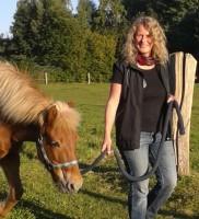 """Susanne (Wuppertal): """"Du hast mir den Kontakt zum Pferd auf einfühlsame und ermutigende Weise vermittelt. Es war ein wunderbarer Nachmittag."""""""