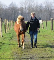 Diese gelassene und ruhige Stimmung auf dem Hof haben mir sehr gut getan und Deine beiden entspannten und geduldigen Pferde waren einfach super! Vielen Dank! (Sonja)